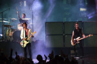 """American Music Awards 2019: Green Day Perform """"Father of All…"""" and """"Basket Case"""""""