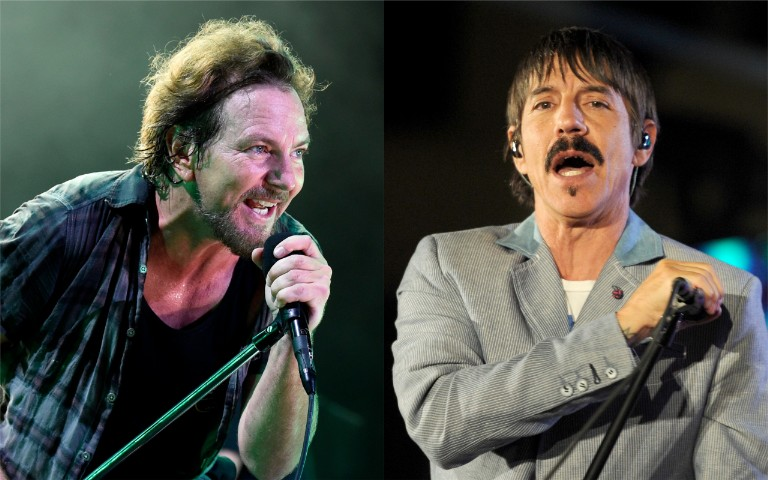 eddie-vedder-joins-red-hot-chili-peppers-to-cover-prince-and-jimi-hendrix-in-la