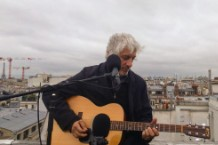 Lee Ranaldo playing acoustic guitar in Paris