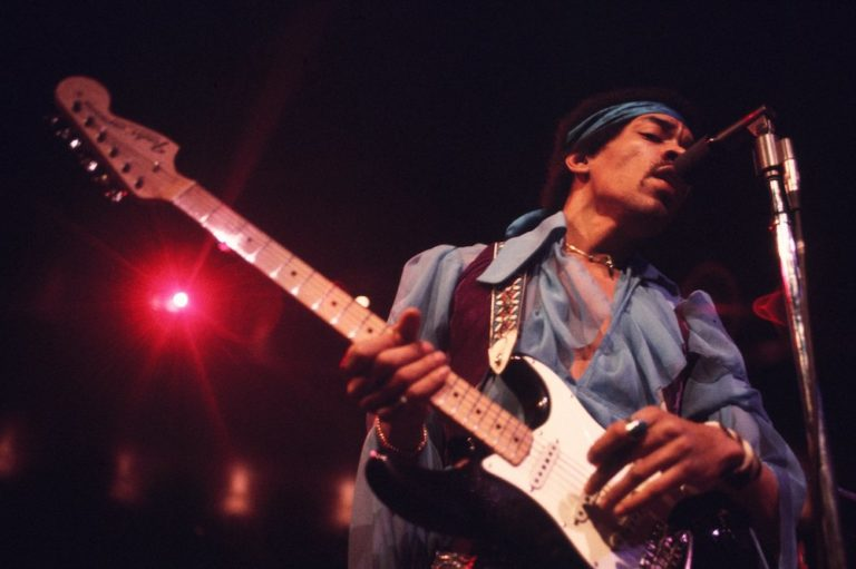 Jimi Hendrix Performs in New York