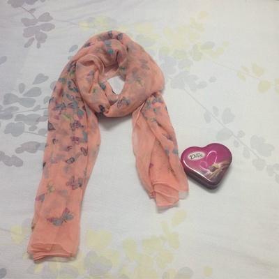 yi nian scarves