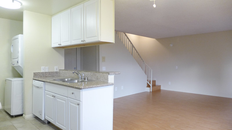So Fresh and So Clean! Sparkling 2 Bed/2 Bath Townhouse - Washer/Dryer-Dishwasher - 2 Parking Spaces