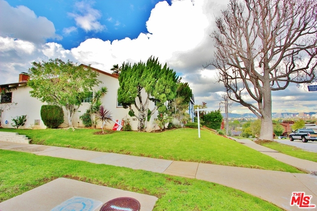 Breath-taking views from this 3BD/2BA hilltop home!