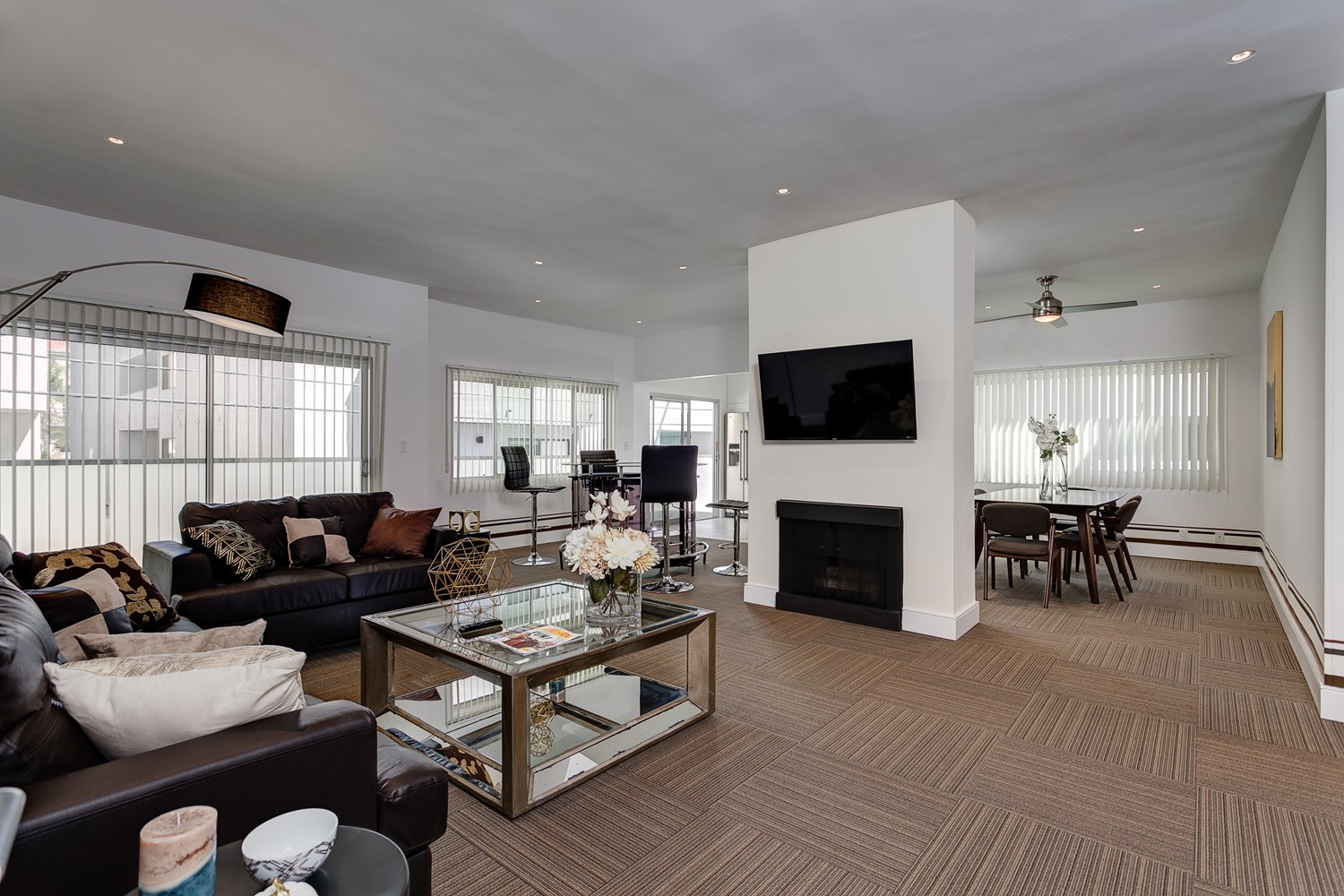 Chic FURNISHED, Pet-Friendly West LA Condo Available for Short-Term Stays!