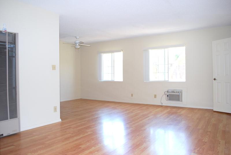 Large 1 BD Top Floor Apartment with Wood Flooring & Granite Countertops