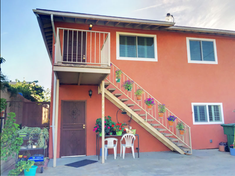 ROOMY & BRIGHT |AWESOME VIEWS | CENTRAL A/C | YARD | 3 GATED PARKING SPACES!