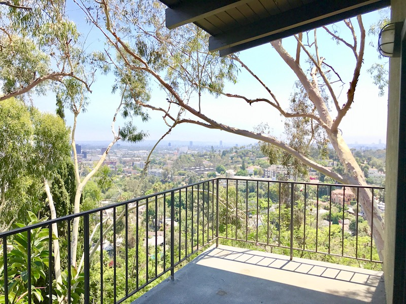 Hollywood Hills 2 bed 2 1/2 Bath w/ Den & Stunning Panoramic Views w/ Balconies