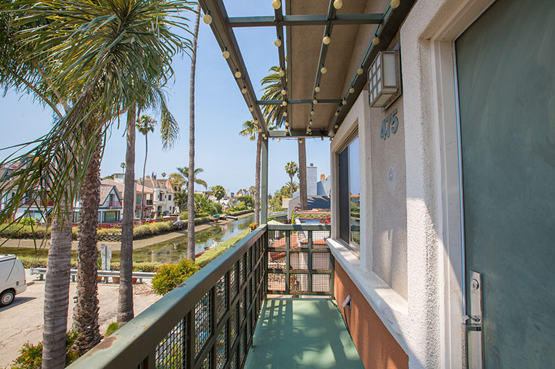 """Canal-fornia"" Dreamin on the Venice Canals! Awesome Pet Friendly 2BD Duplex with W/D In Unit and VIEWS!"