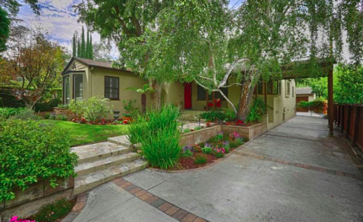 Charming 1940's traditional home in a prime area of the Verdugo Woodlands.