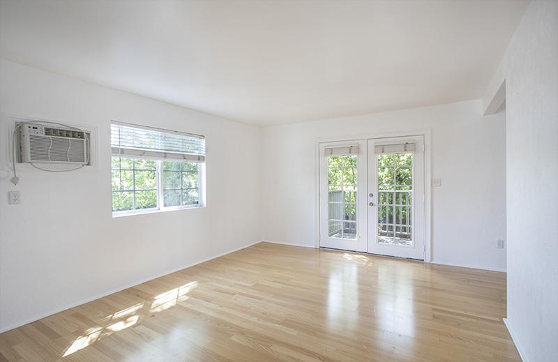 2 Bedroom Back Home | Sunny Private Patio | Prime Los Feliz Living