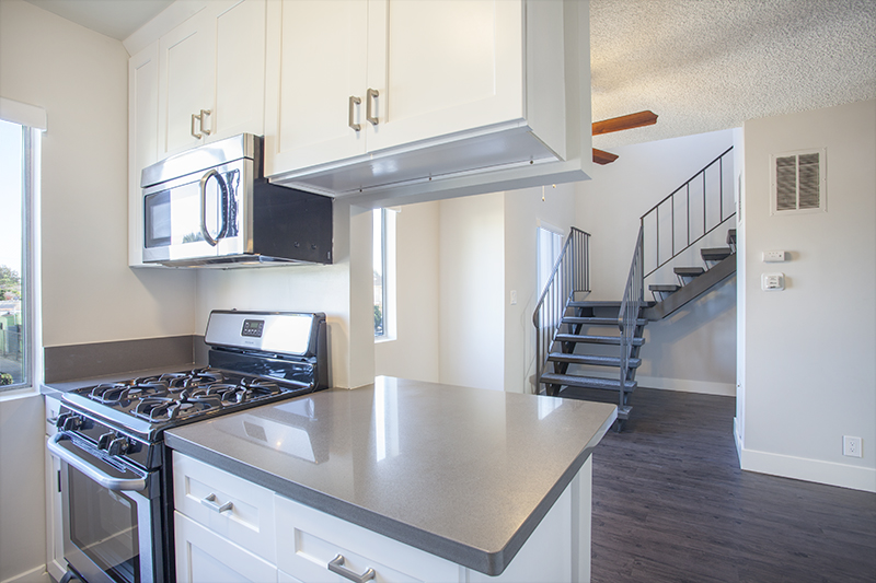 Gorgeous! BRAND New 2 Floor Townhouse- Luxurious - Modern - Sleek - Stainless Kitchen