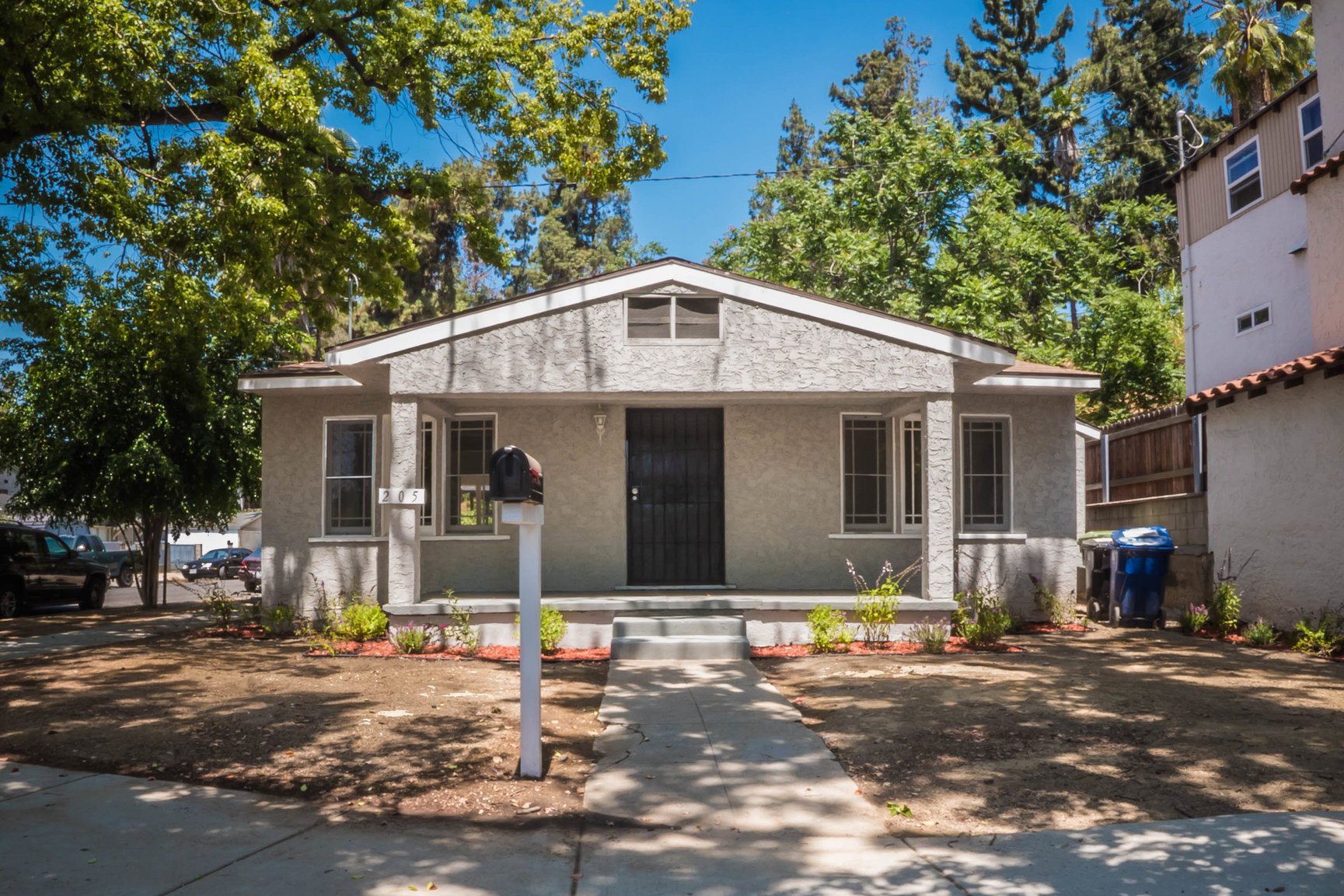 1920's Highland Park Craftsman |Newly Renovated | Laundry Hook-Ups | AC | Available Now