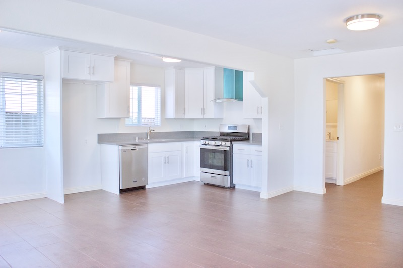 4 BEDROOMS | BRIGHT & SPACIOUS TOP FLOOR | ENTIRELY UPDATED | DOWNTOWN & HOLLYWOOD SIGN VIEWS | IN-UNIT LAUNDRY