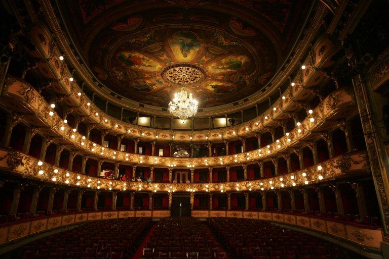 12. Teatro Cristóbal Colón