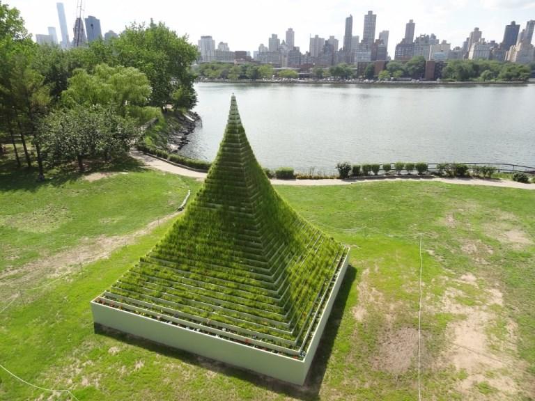16. Recorrer el Parque de las Esculturas de Sócrates