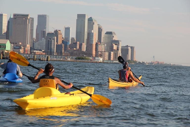 20. Dar una vuelta en Kayak