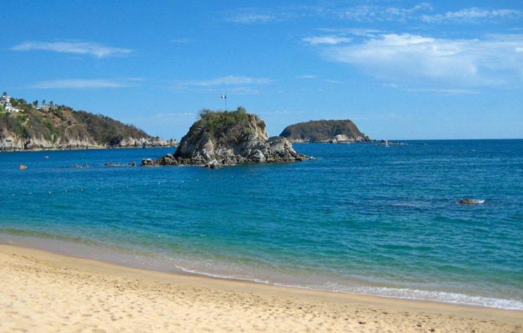 1. Bahía Tangolunda