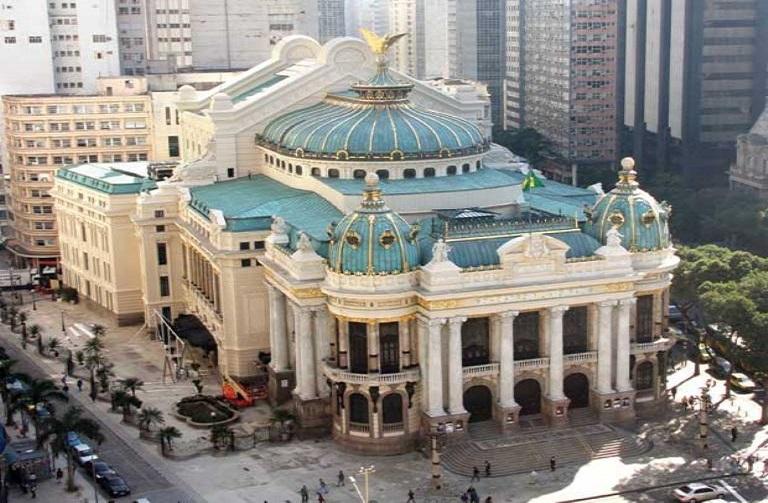 12. Teatro Municipal