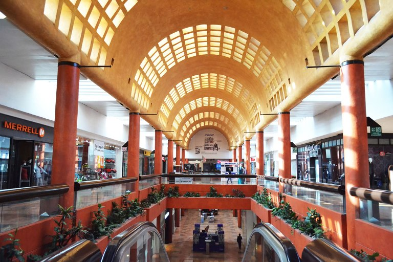 120) Plaza Satélite