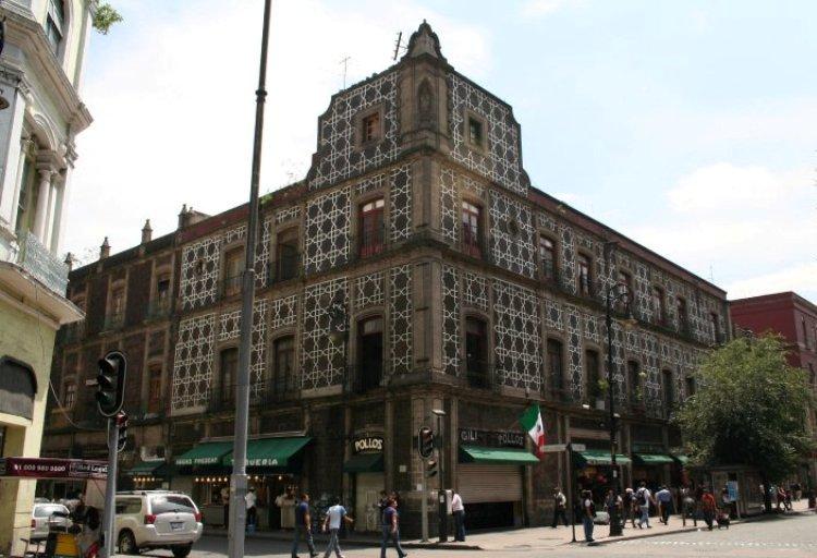 13. Visita edificios históricos en el Centro