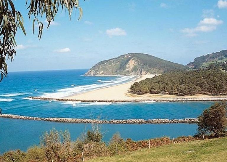 6. Playa de Rodiles