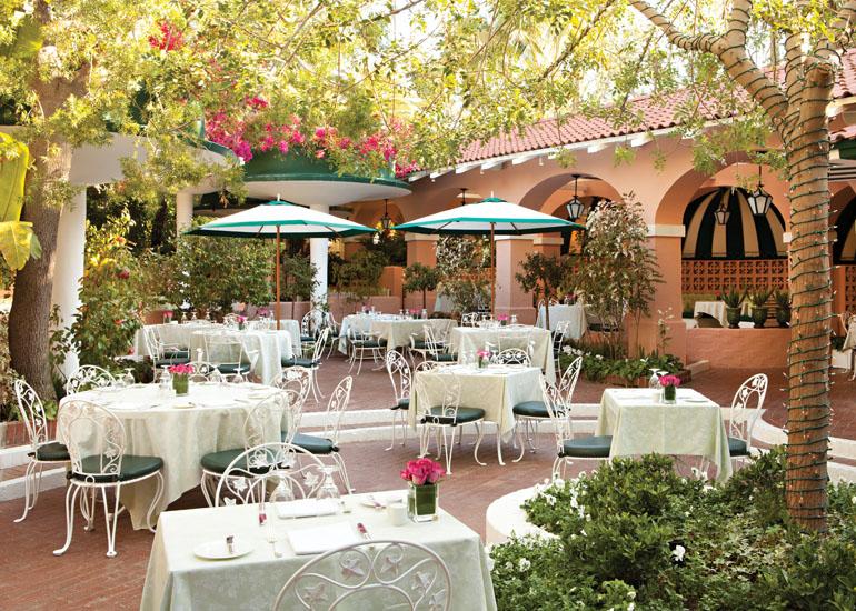 60. El Polo Lounge en el Hotel Beverly Hills