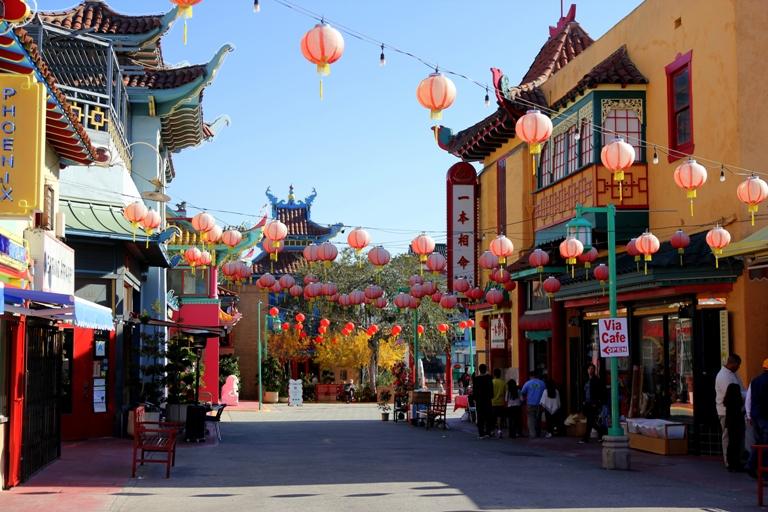64. Plaza Central de Chinatown
