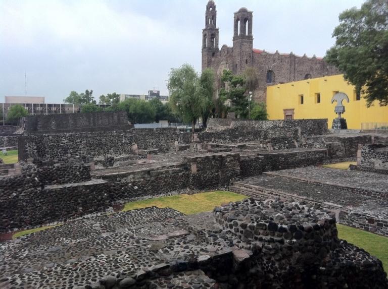 7. Haz un paseo por la Plaza de las Tres Culturas en Tlatelolco