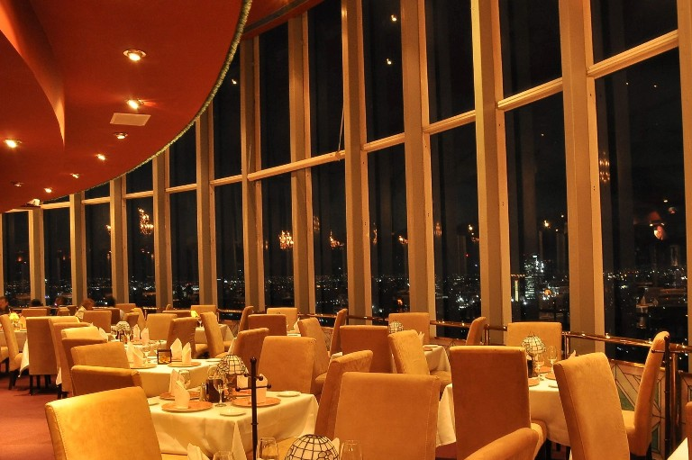 70) Restaurante giratorio del World Trade Center