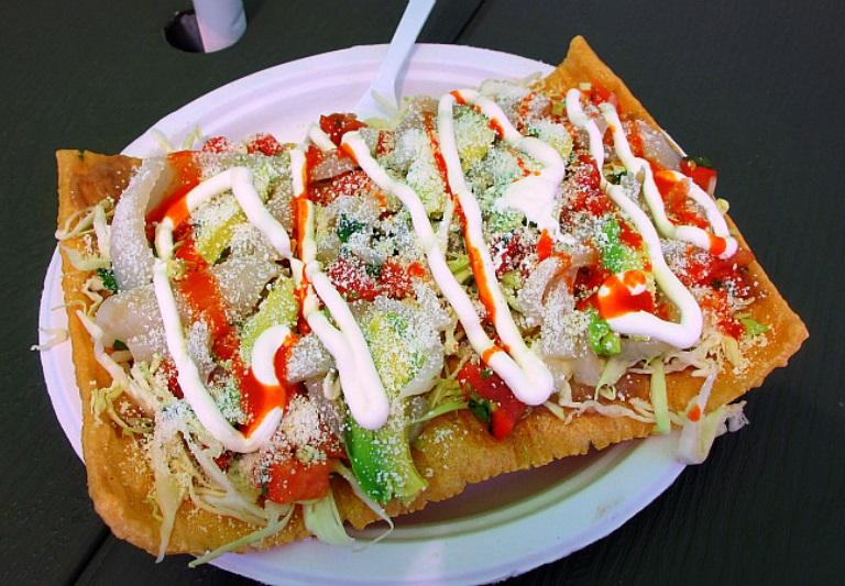 71) Disfruta de antojitos mexicanos