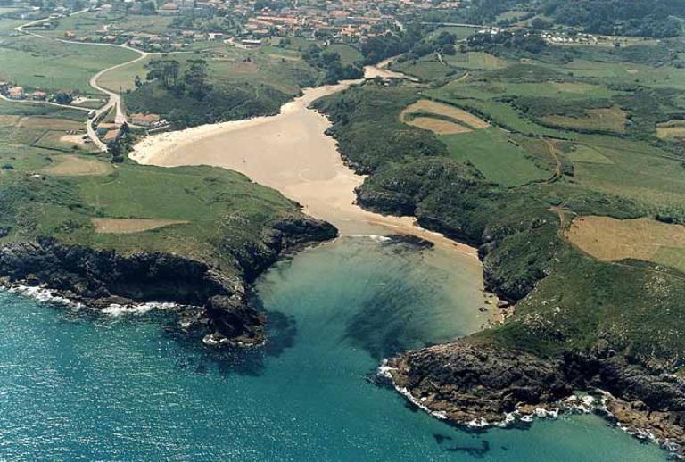 8. Playa de Poó, Asturias