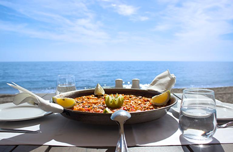 3. Come divinamente en la playa o en el pueblo