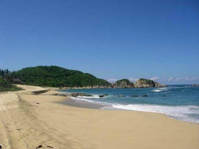 34. Playa Mayto