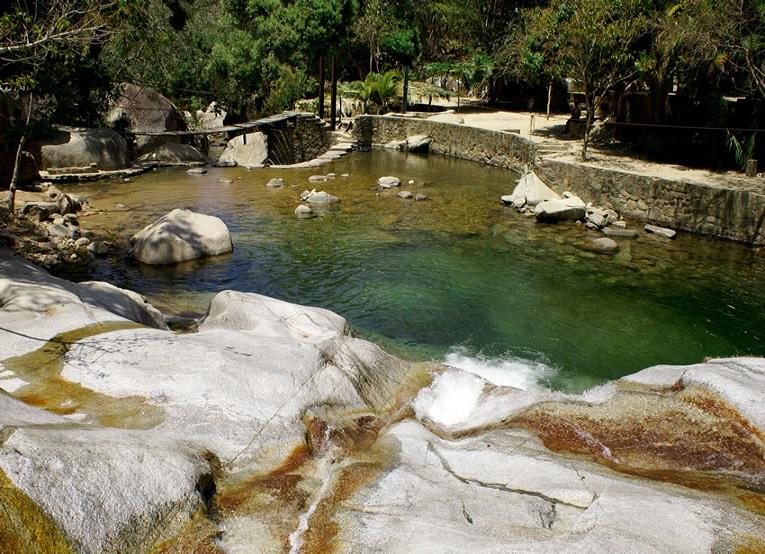 7. Refréscate en las pozas y nada en el río