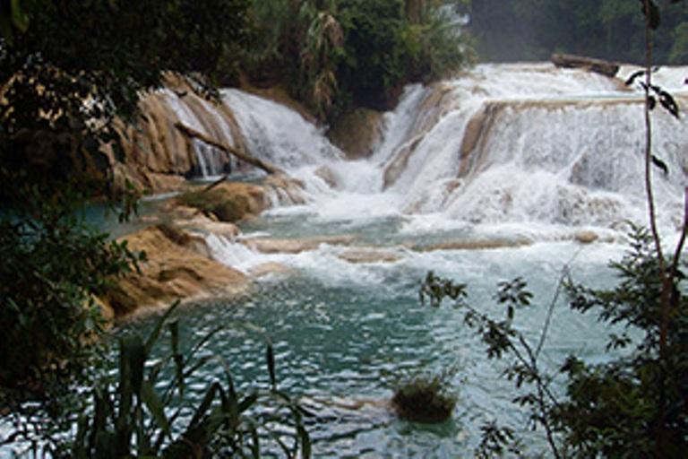 8. Admira las caídas de agua