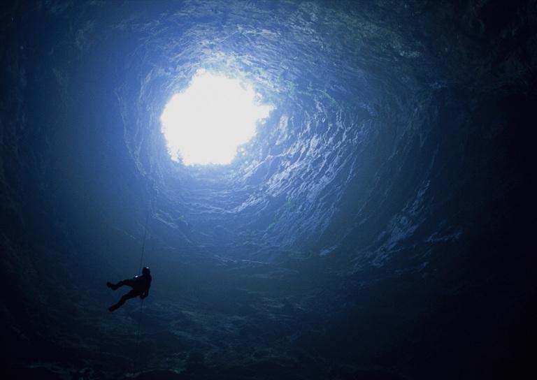 6. Explora sus cavernas y grutas
