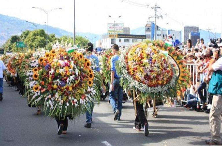 6-asiste-al-festival-de-las-flores