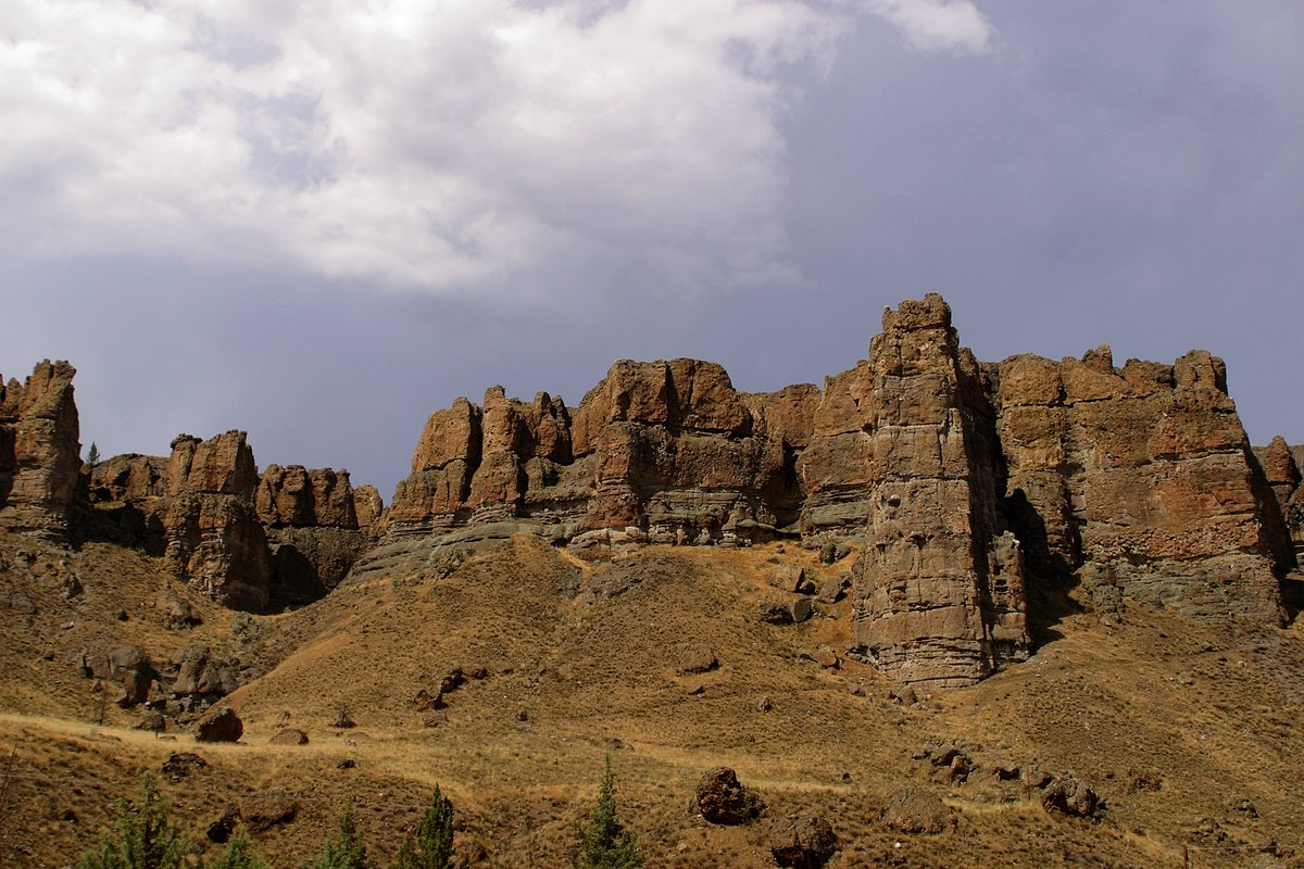 Clarno Palisades in John Day Fossil Beds National Monument.