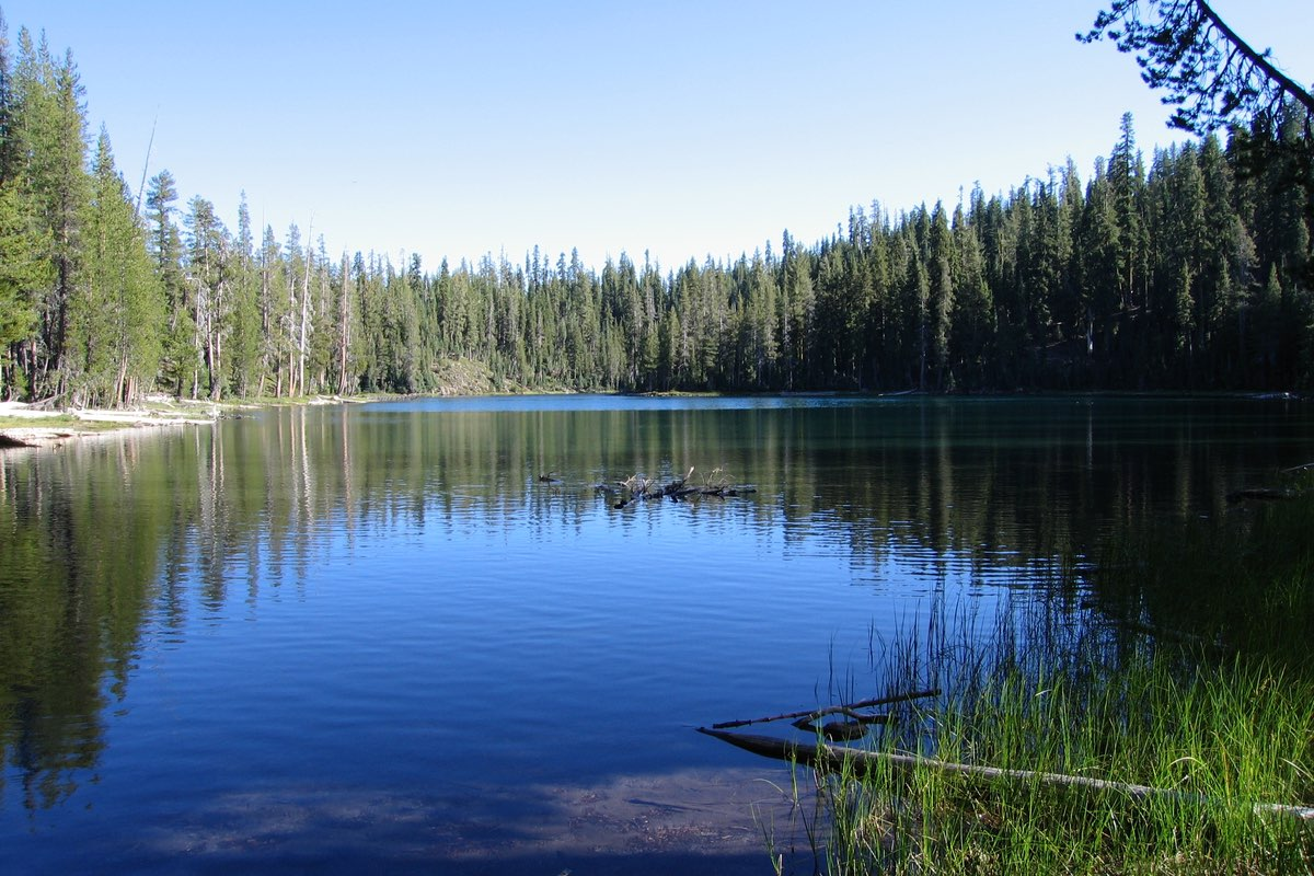 Echo Lake in Lassen Volcanic National Park.