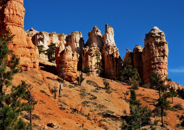 Hiking to Mossy Cave in Bryce Canyon.