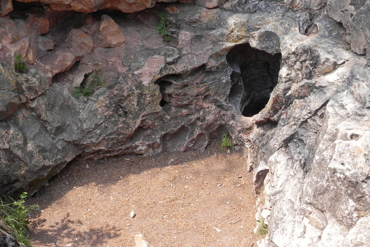 Natural entrance to Wind Cave.