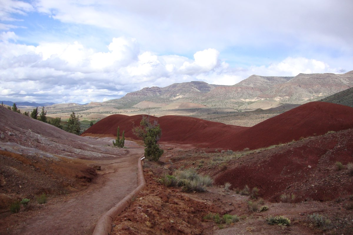 Hiking the Painted Cove Trail in John Day Fossil Beds National Monument.