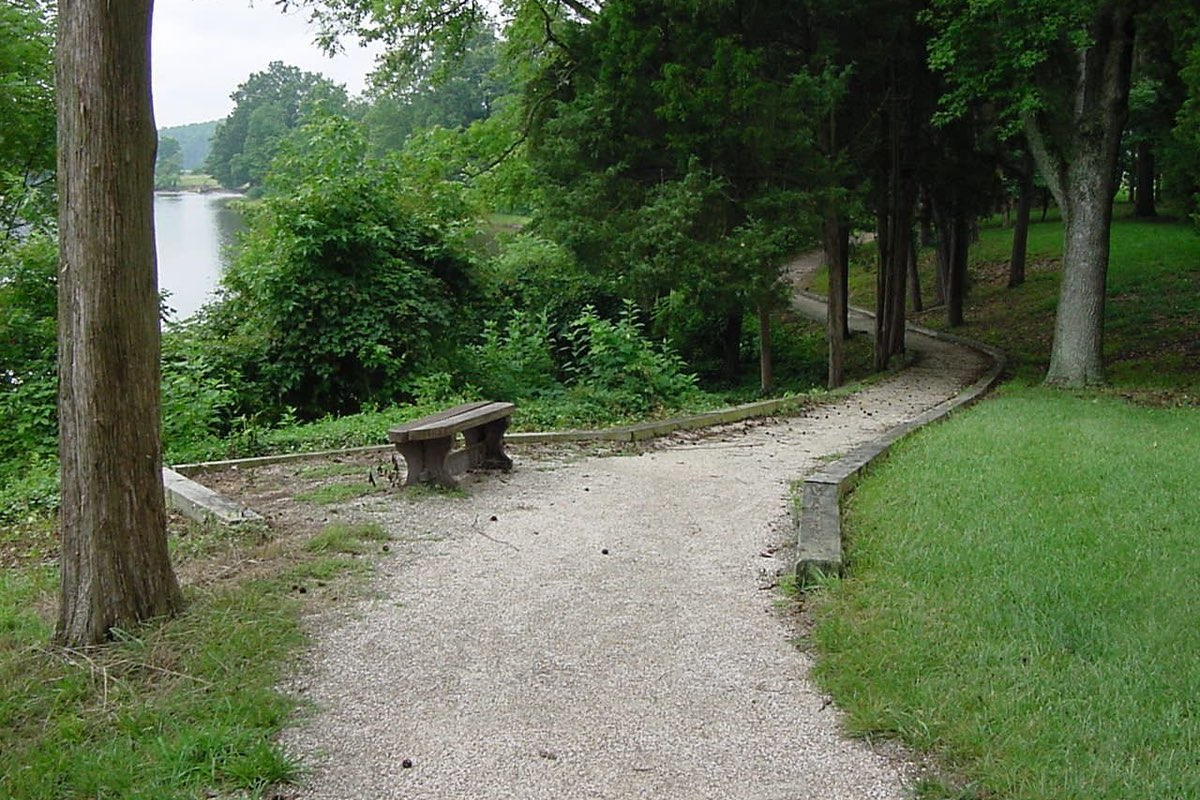 Popes Creek Trail in George Washington Birthplace National Monument.