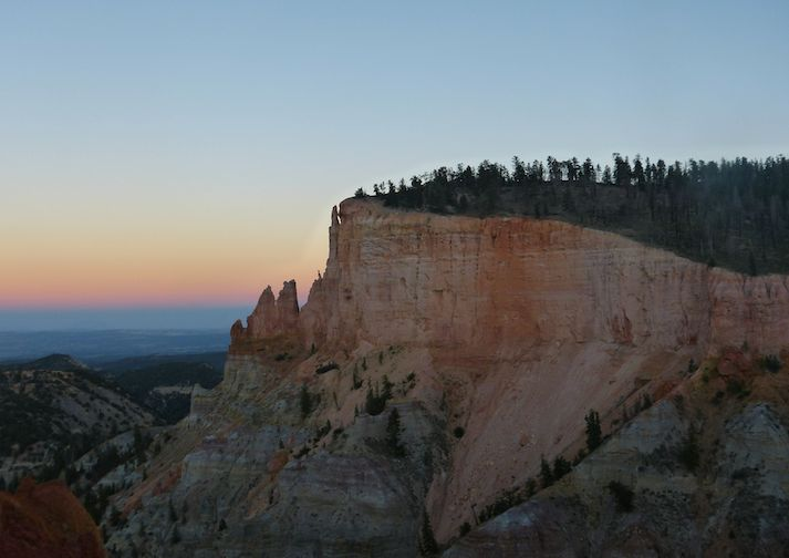 View along the Rim Trail in Bryce Canyon.