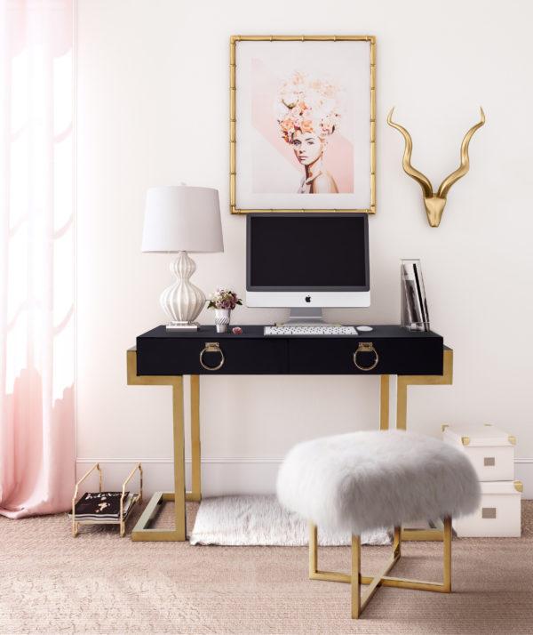 Majesty Desk with Nomo