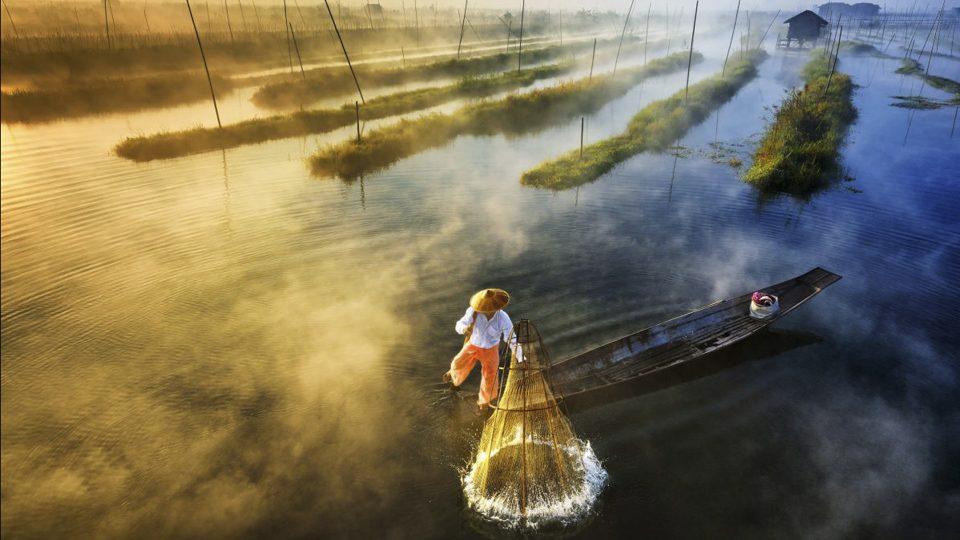 Primer lugar en Paisaje Profesional: Sun's Up Net's Down, de Zay Yar Lin