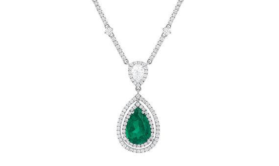 Collar en oro blanco con esmeralda corte gota y diamantes