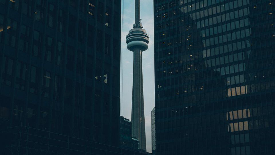 CN Tower, en Toronto, por Verne Ho