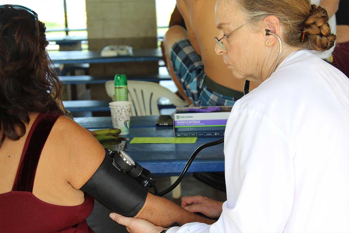 UH Maui nurse treat homeless in kahului