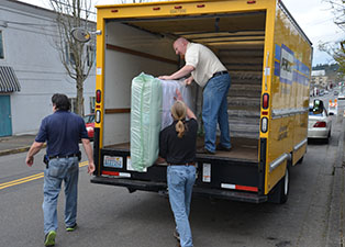 Northwest Division Sealy Donates New Mattresses To